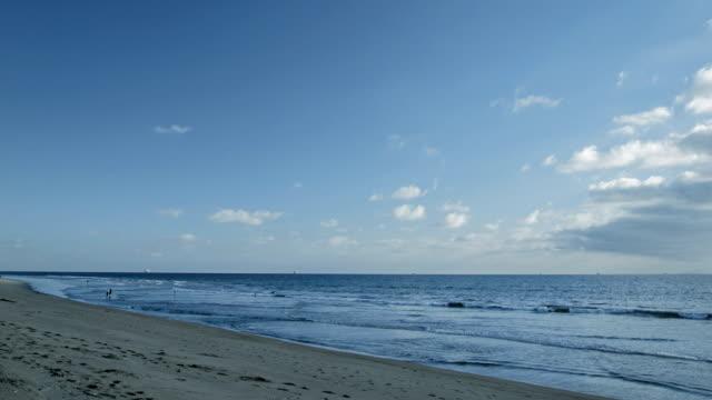Plage américaine, ciel, sable, mer. É.-U.