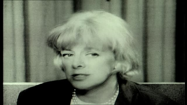 american cabaret singer and actor - rosemary clooney interview - unknown journo asks question re singing old songs - still a full time entertainer - songwriter stock videos & royalty-free footage