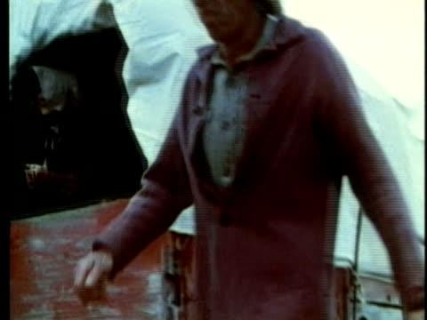vídeos y material grabado en eventos de stock de 1963 reenactment montage american colonists arriving by covered wagon to settle in texas / audio / 1820s texas / audio - expansión hacia el oeste