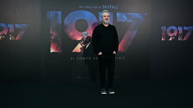 "vídeos de stock, filmes e b-roll de american director sam mendes attends ""1917"" madrid photocall on december 3, 2019 in madrid, spain. - estreia"