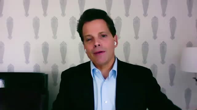 american financer anthony scaramucci shares how to keep authenticity while pitching a sale. - 分散点の映像素材/bロール