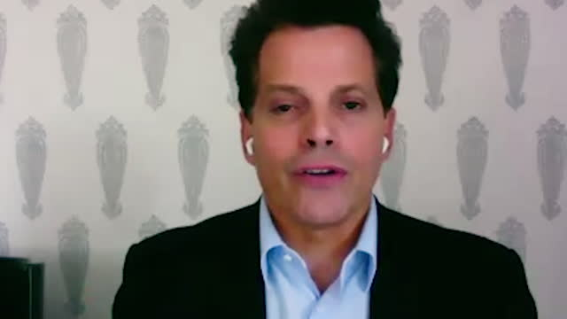 american financer anthony scaramucci shares the characteristics of navy seals, and advises the younger generation on how to achieve these... - 分散点の映像素材/bロール