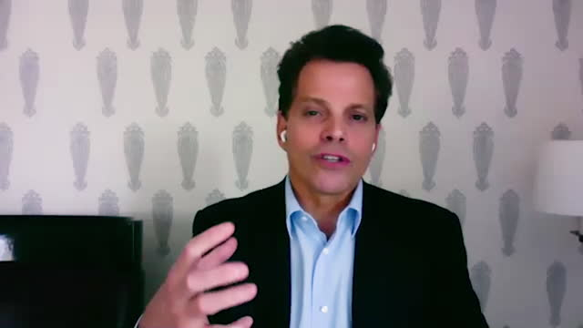 american financer anthony scaramucci shares what inspired him to start the salt conference. - 分散点の映像素材/bロール