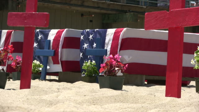(hd1080i) american flag coffins, zoom in and out - coffin stock videos & royalty-free footage