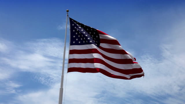 stockvideo's en b-roll-footage met usa american flag waving in the wind - amerikaanse vlag