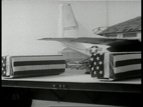 american flags cover the coffins of american soldiers killed in vietnam - 棺点の映像素材/bロール