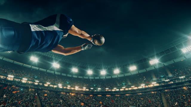 アメリカン ・ フットボール プレーヤーはボールをジャンプします。 - タッチダウン点の映像素材/bロール