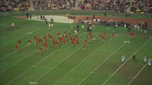 WS PAN American football players come onto field of University of Southern California / Los Angeles, USA