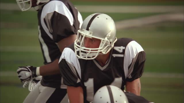 slo mo, cu, focusing, american football players in action, staten island, new york, usa - アメフトのユニフォーム点の映像素材/bロール