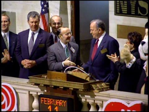 american greetings ipo at the new york stock exchange - 1994 stock-videos und b-roll-filmmaterial