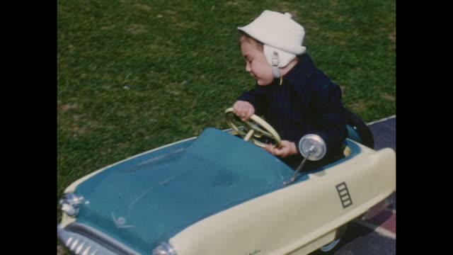 american home movie footage circa 1950 of boys playing outside their house. - 社会史点の映像素材/bロール