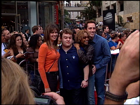 american idol finale at the american idol finale at the kodak theatre in hollywood, california on september 4, 2002. - リアリティー番組点の映像素材/bロール