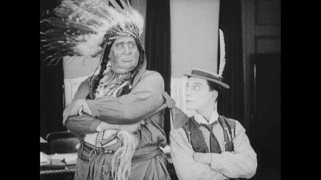 vídeos de stock e filmes b-roll de 1922 american indian chiefs meet businessmen - dança da guerra