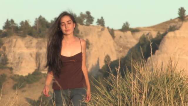 stockvideo's en b-roll-footage met ms zo american indian young woman walking on great plains in grass / pine ridge, south dakota, united states    - great plains