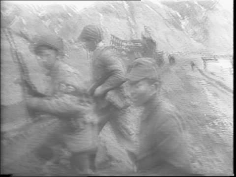 vídeos de stock e filmes b-roll de american mp soldier escorting japanese prisoner / lined up for chow line / soldier exits a mountain american hideout shelter / almost 2 thousand... - pacífico norte