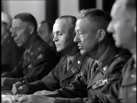 american officer sentences german war criminal to death at nuremberg trials sentence translated into german / germany - processi di norimberga video stock e b–roll