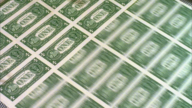 CU, American one dollar bills being minted, Washington DC, USA