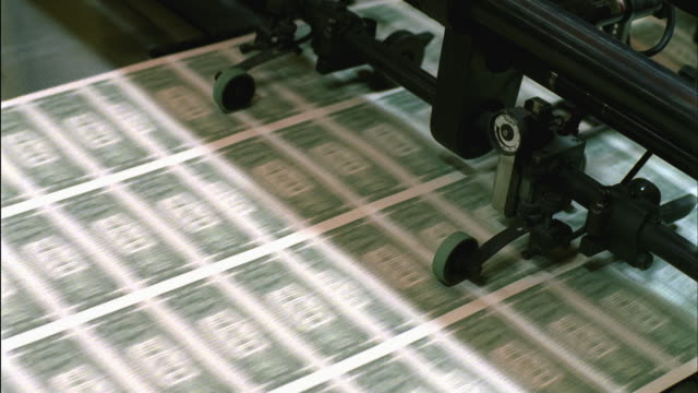 cu, american one dollar bills being minted, washington dc, usa - pressa da stampa video stock e b–roll
