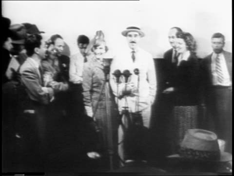 american prisoners of war return from japan to new york on transport ship gripsholm / ship passing statue of liberty / ship at the pier / crowd... - 1941年点の映像素材/bロール