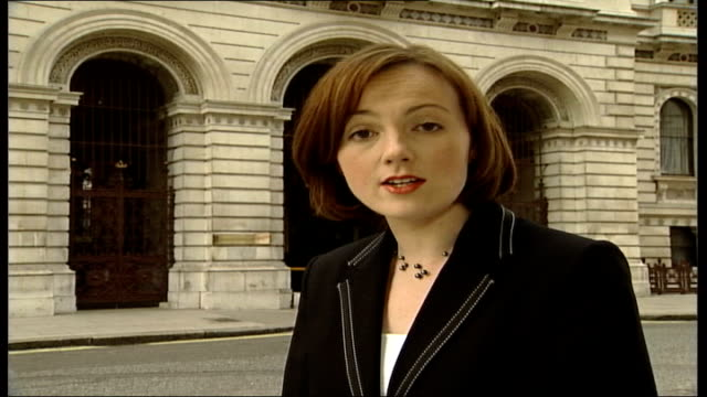 american shot dead; itn england: london: foreign office: day i/c - itv weekend late news点の映像素材/bロール
