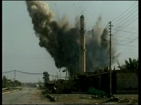 american soldier filmed shooting unarmed iraqi; pool fallujah: ext two american tanks as one fires lms explosion at site of mosque bv us marine... - al fallujah bildbanksvideor och videomaterial från bakom kulisserna