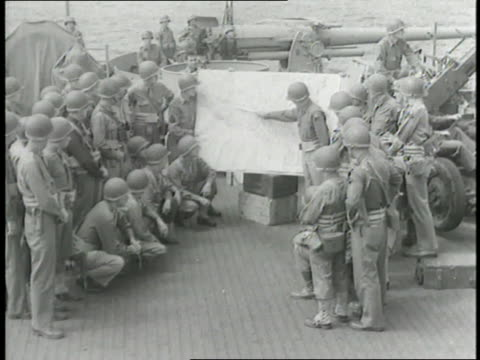 american soldiers consult a map before the invasion of sicily during world war ii - anno 1943 video stock e b–roll