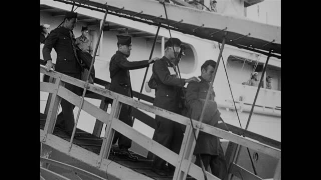 american soldiers returning from ww2 / wounded soldiers getting off a hospital ship - homecoming stock videos & royalty-free footage