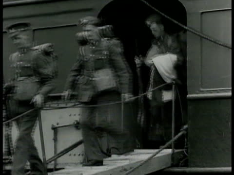 american young adult soldiers walking off ship via ramp gang plank one w/ rifle overlooking field line of soldiers wearing helmets walking single... - bajonett stock-videos und b-roll-filmmaterial