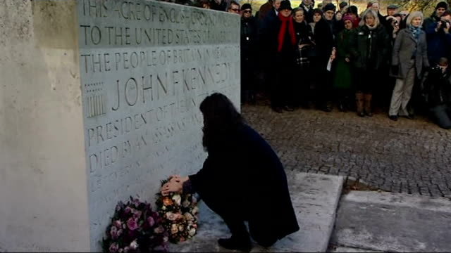 americans mark 50th anniversary of john f kennedy assassination england surrey runnymede ext tatiana schlossberg laying wreath at kennedy memorial... - attentat auf john f. kennedy stock-videos und b-roll-filmmaterial