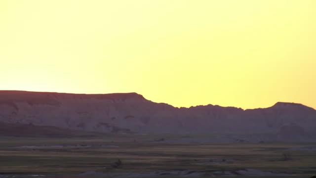 stockvideo's en b-roll-footage met america's heartland - badlands national park