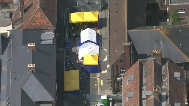 murder inquiry launched as dawn sturgess dies following novichok exposure england wiltshire salisbury air view / aerial police cordon - ロープ仕切り点の映像素材/bロール