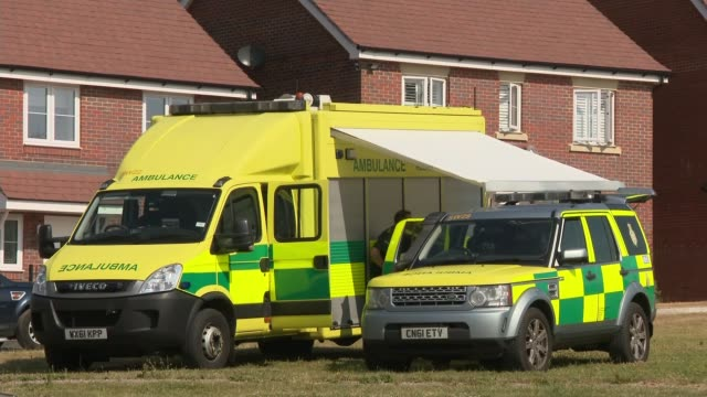 police say couple poisoned by novichok nerve agent received a 'high dose' england wiltshire amesbury ext police cordon tape ambulances parked various... - ロープ仕切り点の映像素材/bロール