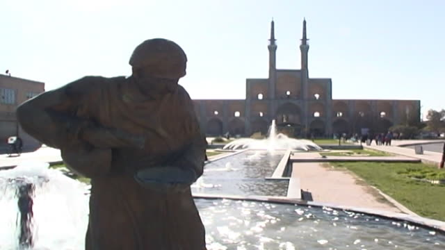 amir chakhmaq complex. view of the fountains and mosque in amir chakhmaq square. the mosque is from the timurid era completed in the mid 15th century. - yazd province stock videos & royalty-free footage