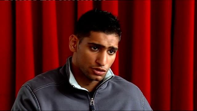 vídeos de stock e filmes b-roll de amir khan press conference; england: manchester: int amir khan interview sot frank warren interview sot - lightweight