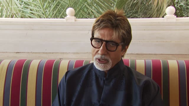 amitabh bachchan talks about the award he is here to accept and its meaning for indian cinema vs the meaning for him personally at the dubai film... - interview stock videos & royalty-free footage
