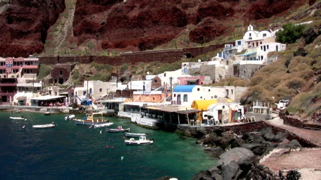 vidéos et rushes de ammoudi harbour-dessous oia, santorin, grèce - oia santorin