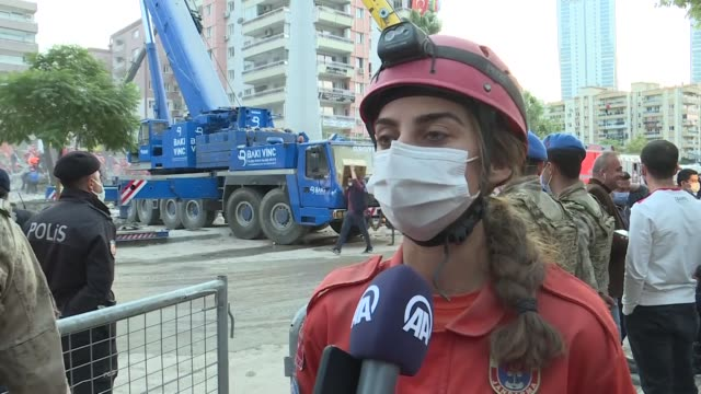 among hundreds of search and rescue crew members as well as those in the first aid medical teams, they are the rare female heroes of many earthquake... - erdbeben stock-videos und b-roll-filmmaterial