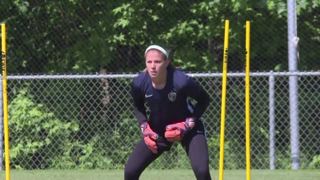 vídeos de stock e filmes b-roll de among players in the 2019 fifa women's world cup is canadian goalkeeper stephanie labbe who made waves last year when she was denied from playing in... - guarda redes