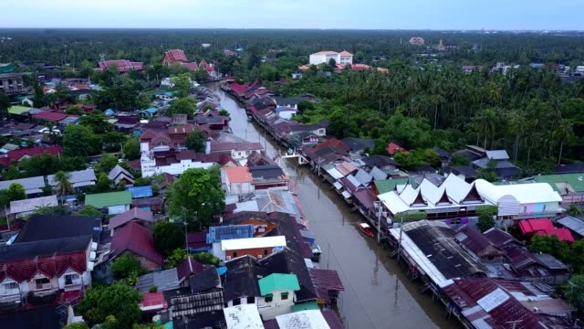 ampawa floating market, samutsongkhram, thailand. - floating market stock videos & royalty-free footage