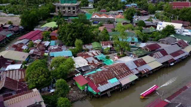 vídeos de stock, filmes e b-roll de ampawa mercado, samutsongkhram, tailândia flutuante. - árvore tropical