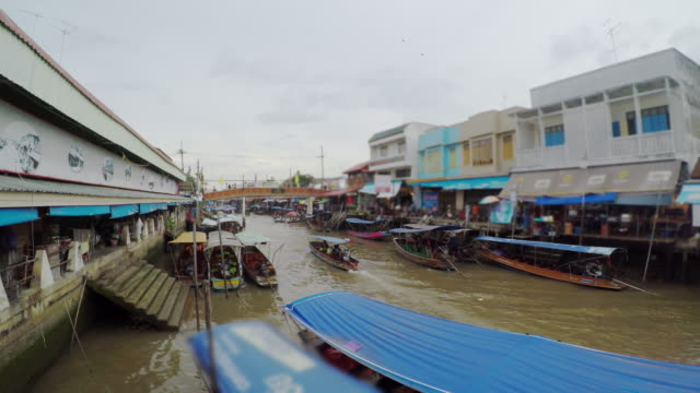 amphawa floating market in thailand - floating on water stock videos & royalty-free footage