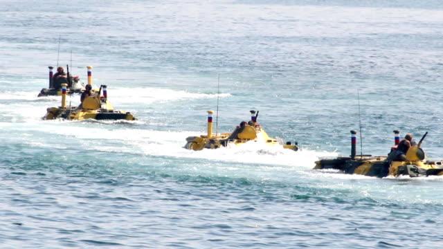 amphibious landing bekämpfung flugzeug - marineinfanterie stock-videos und b-roll-filmmaterial