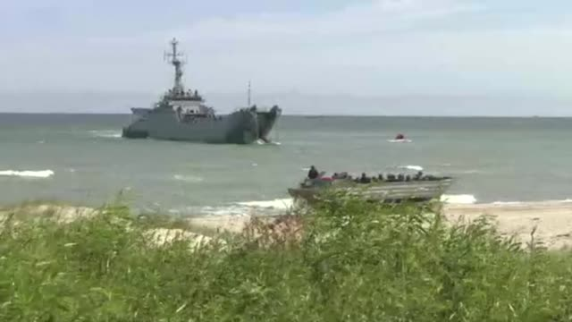 amphibious vehicle and warship - amphibious vehicle stock videos & royalty-free footage
