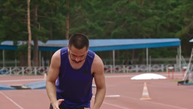 Amputee athlete concentrating before starting running