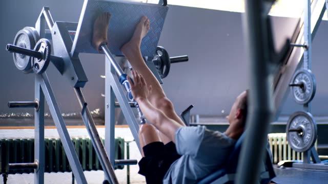 amputee athlete doing a leg press - leg press stock videos & royalty-free footage