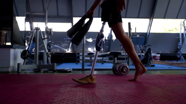 amputee athlete walking through the gym - prosthetic equipment stock videos & royalty-free footage