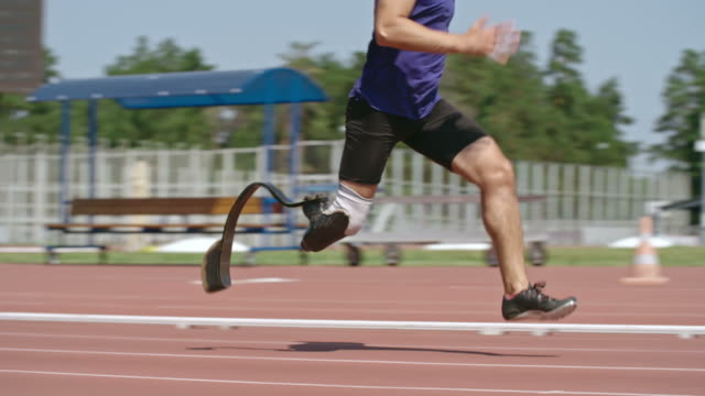 amputee runner practicing in sprinting - artificial limb stock videos & royalty-free footage