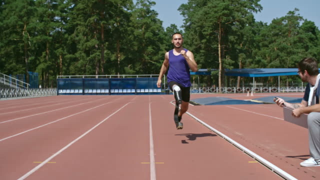 amputee sprinter training for paralympics - artificial limb stock videos & royalty-free footage
