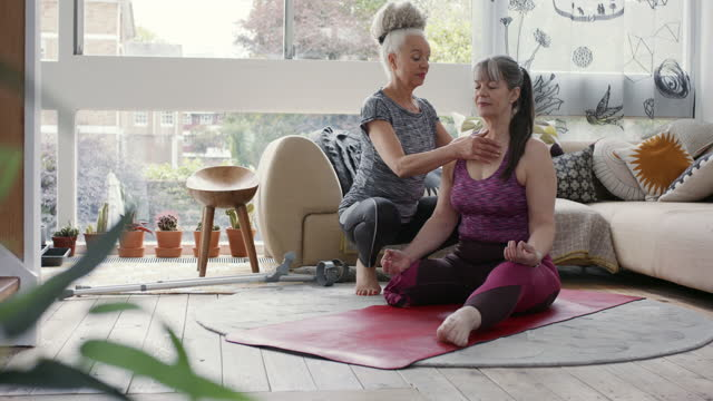 amputee woman at home with friend doing yoga - body care stock videos & royalty-free footage