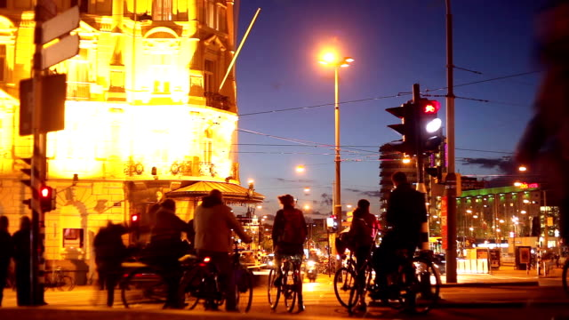 amsterdam at night, time lapse - stoplight stock videos and b-roll footage